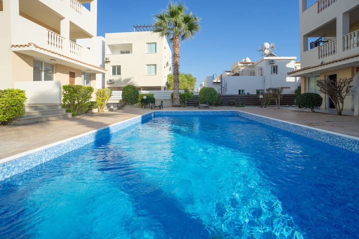Awesome 2 bed penthouse with pool in Paphos