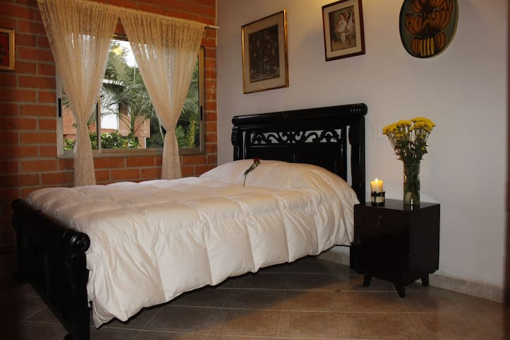 1. Private room. Casa Arapaima Hostel in Sabaneta - Sabaneta - Dom
