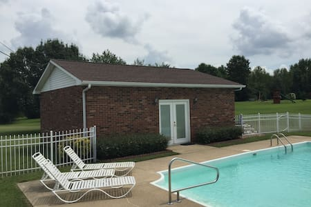 Country Retreat with pool; minutes to Nashville - Lägenhet