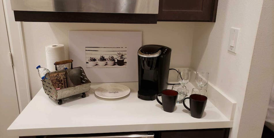 Kitchenette with minifridge, microwave,  kuerig and complimentary coffee/water/popcorn  includes 2 coffee mugs/wineglasses and tumblers