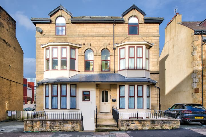 NEW! Central, Modern & Clean 2 bed Flat + PARKING❤️