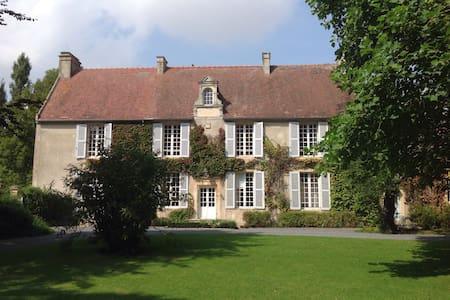 Logis de charme à 30m du Manoir - Cauvicourt