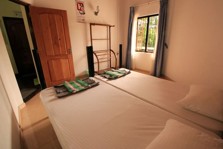 Twin Room With Fan (Shared Toilet) - Negombo - House