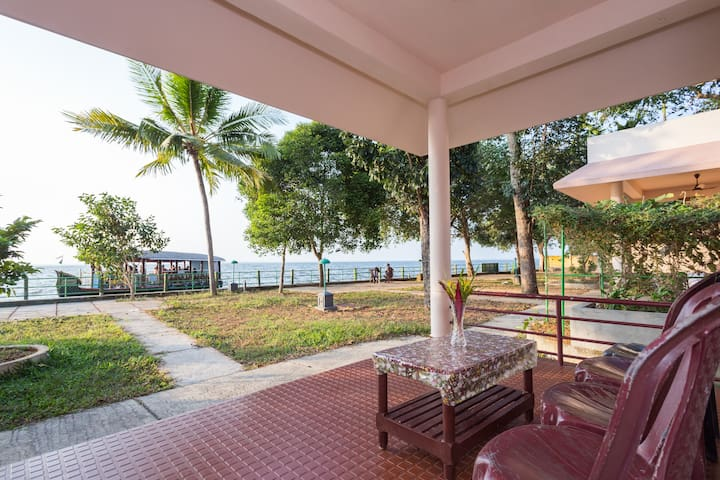Lake Facing Family Cottage in Kumarakom,4 Persons
