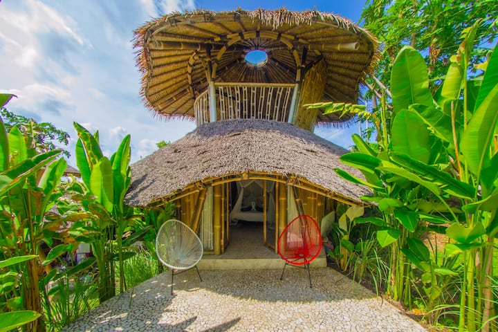 Semi Open bamboo bungalow with shared Pool