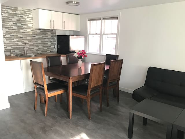 Cozy, comfortable house near downtown Ottawa