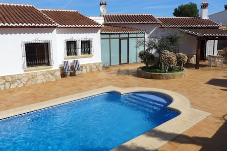 Beautiful villa with swimming pool - Ador