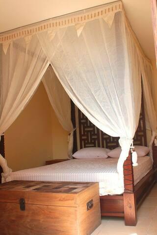 Small 3rd bedroom with en-suite shower