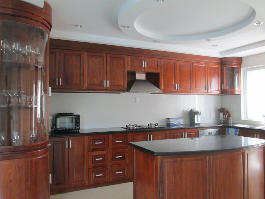Nhà bếp đầy đủ tiện nghi và giặt ủi