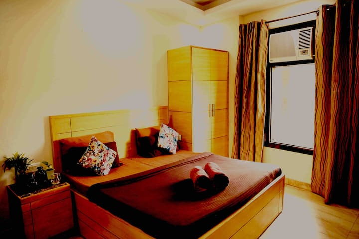 BnB #King size bed #balcony #kitchen IGI Airport