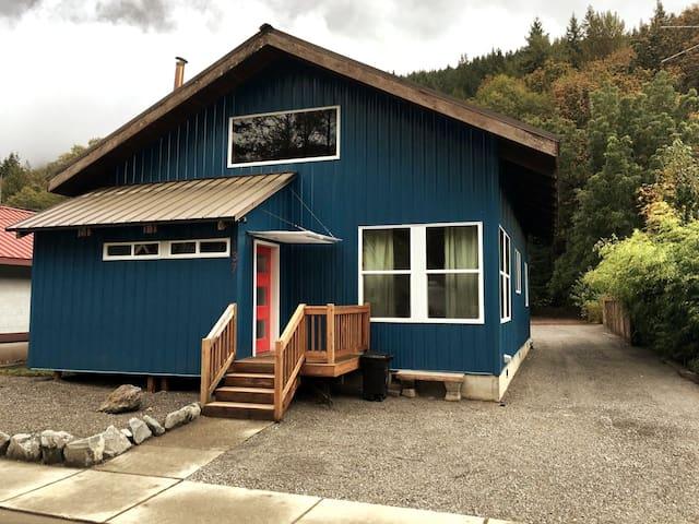 Skykomish newly remodeled modern cabin