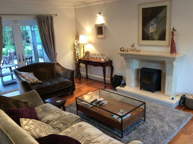 Large private 4 bedroom home in Sunny South East.