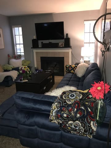 Cute Apartment by The Domain w/ Dog to Pet