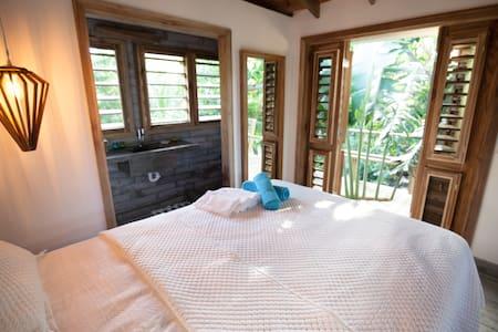 Camp Bay Lodge - Almond Tree Studio