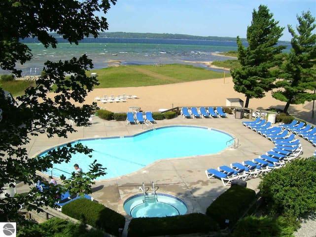 Grand Traverse Bay Waterfront Condo - Williamsburg - Társasház
