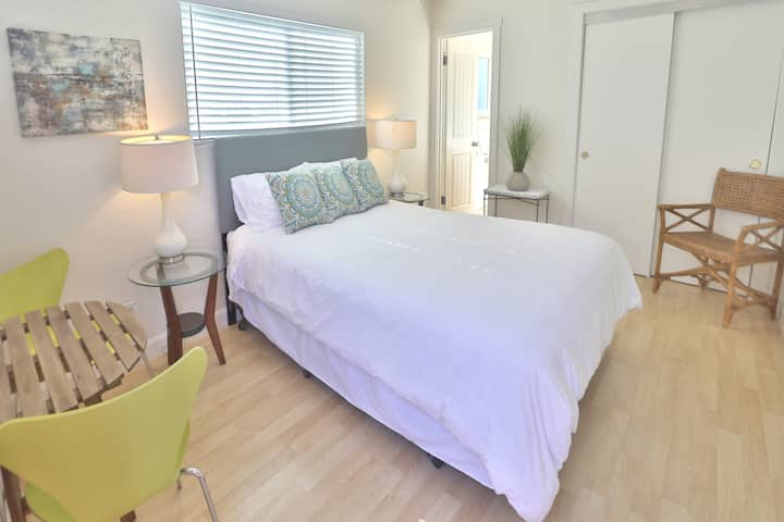 Adorable Studio w/AC in downtown Santa Barbara