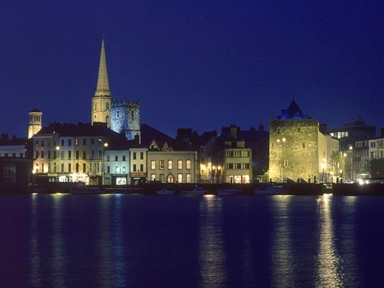 Beautiful city by night