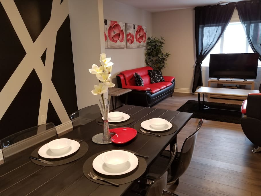 Spacious Dining & Living Area!