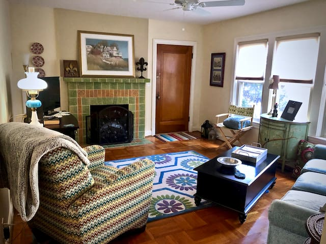 Two-Bedroom Condo EIGHT Minutes to KY DERBY