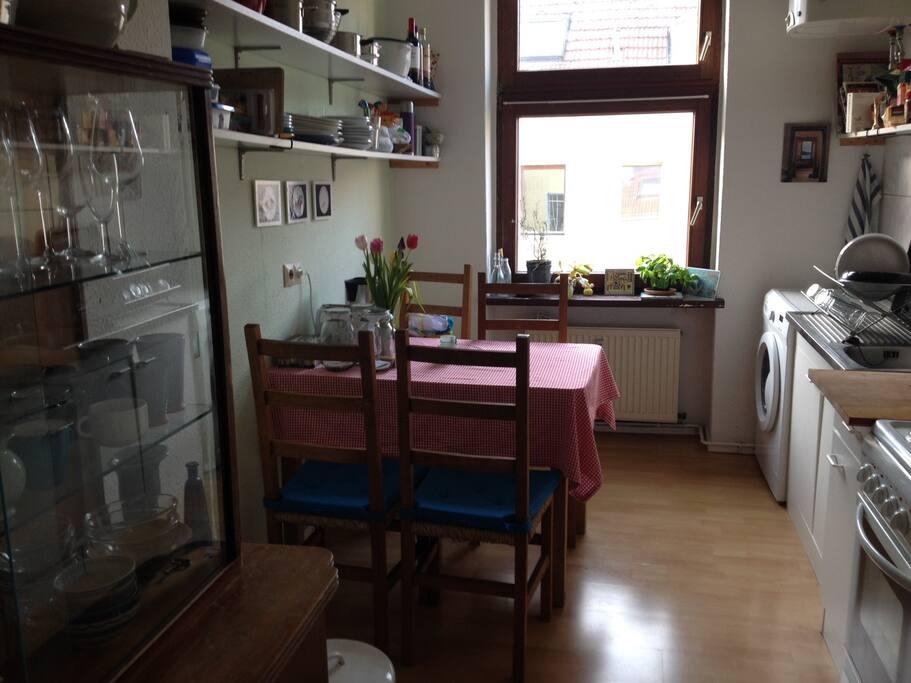 Küche mit Waschmaschiene