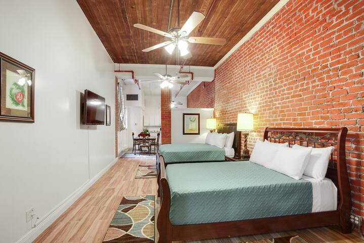 Downtown New Orleans Loft 2 Min walk from FQ 2A