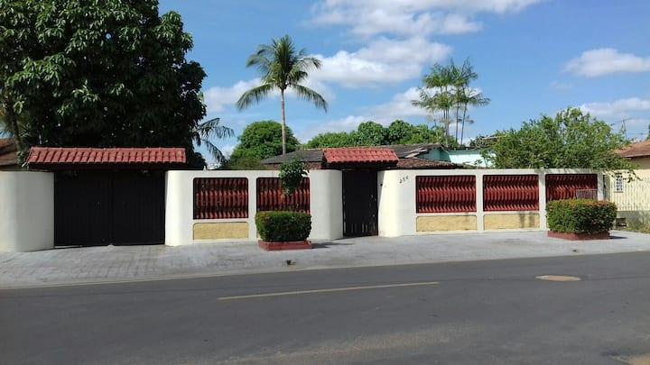 Casa da dona Diolina Lemos. Ambiente familiar .