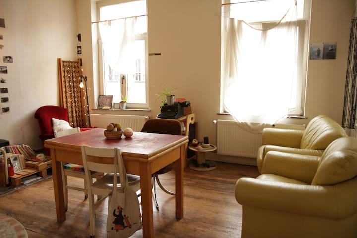 Studio pour 1 personne, bien situé - Ixelles - Apartamento
