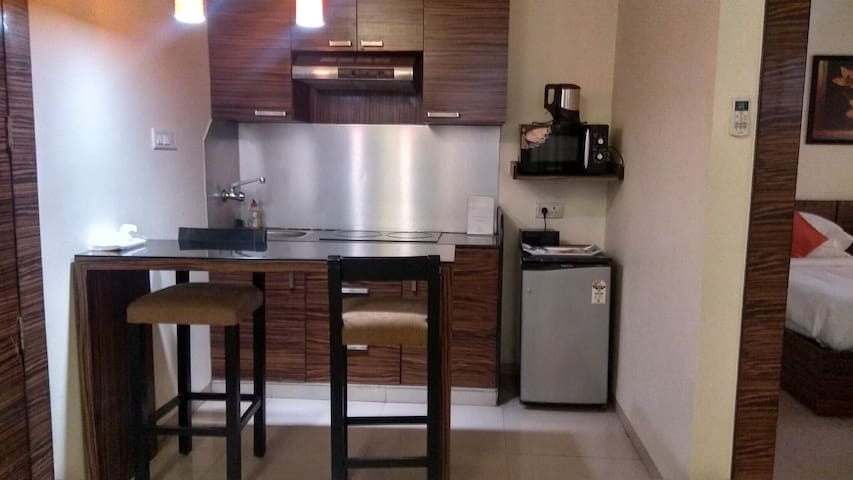 2 BHK apartment in Pune, fully furnished w Kitchen