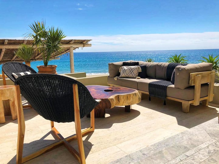 Luxury Beach Front Condo and pool at Soleado