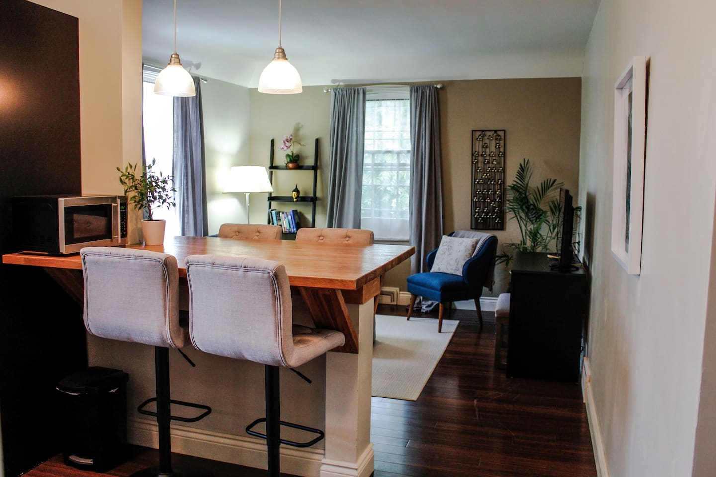 Open Concept Kitchen to Living Room with a built in Bamboo Bistro Table. Linen Tufted Bar Stools. Convertible Sofa and Desk with Drawer that folds down for Keyboard/Laptop use. Free Wifi and Roku channels on TV including Netflix. Air Conditioner in the summer.