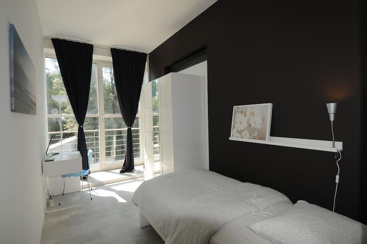 Sunny Single Room with Balcony