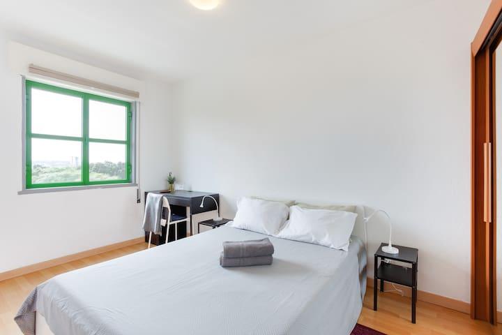 Bedroom facing the Bela Vista Park