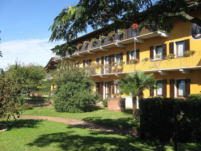 La Bellotta,a peaceful place near Malpensa Airport - Oleggio - Serviced apartment