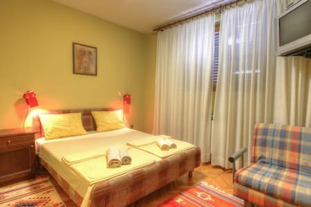 Mracevic-One Bedroom Apart.-Terrace - Igalo