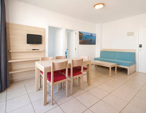 Great apartment 200m from the beach
