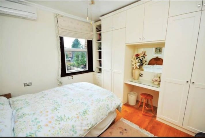 Double room near Northern Line with Sauna