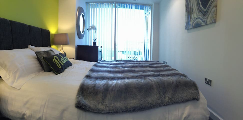 Private Serviced Apartment -2 bed -1 bath -balcony - Bradford - Apartmen