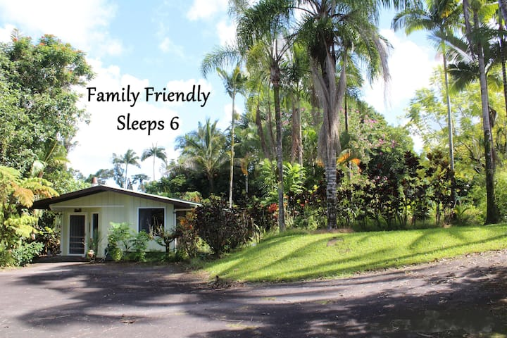 Rainforest Bungalow ✿ Sleeps 6 ✿ Close to Volcano!