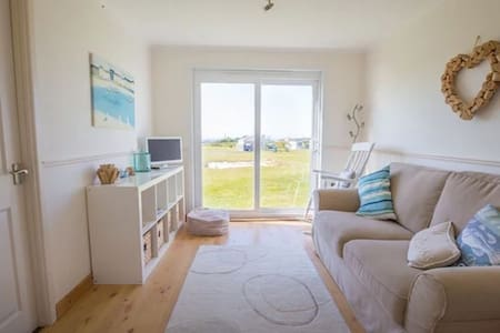 Little Chalet by the Sea, Riviere, Hayle, Cornwall