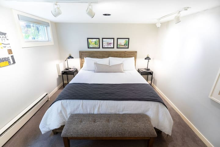 Cozy&Clean Unit in the Heart of the U.District!