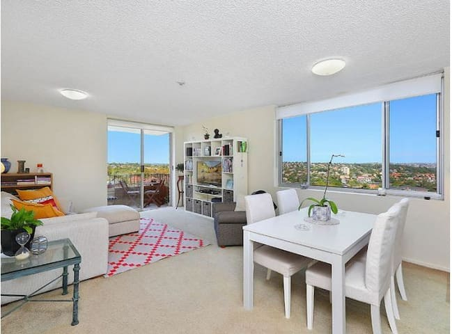 Spacious apartment with stunning harbour outlook - Cremorne - Appartement