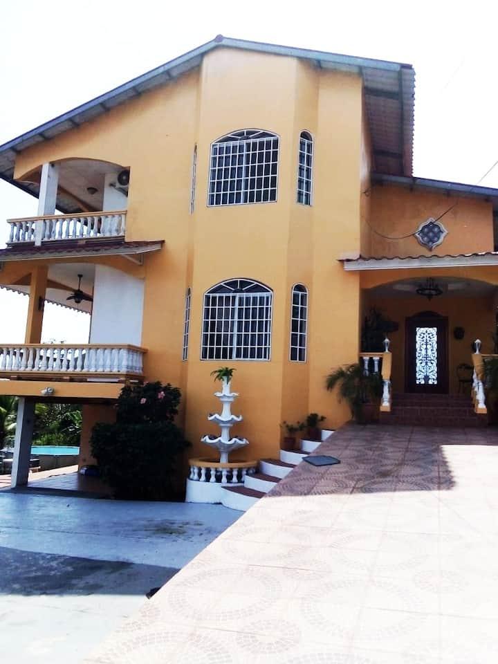 Bella Casa Colonial- Beautiful Colonnial House