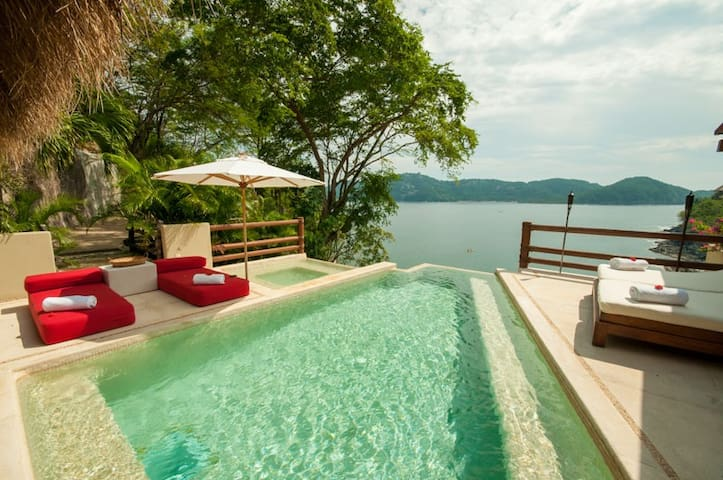 Gorgeous Zihuatanejo home with amazing ocean views