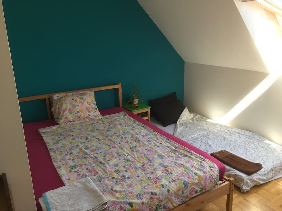 Bedroom can be setup for one to three guests (1m40 bed + floor mattress)