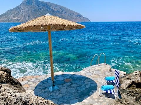 Kastelli Blu HIDEAWAY, Luxury Waterfront Escape