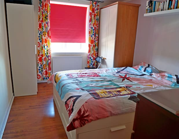 bedroom with king-size double bed