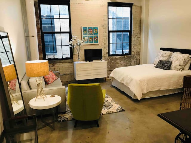 Hip Industrial Loft in Brewery District/OTR/UC
