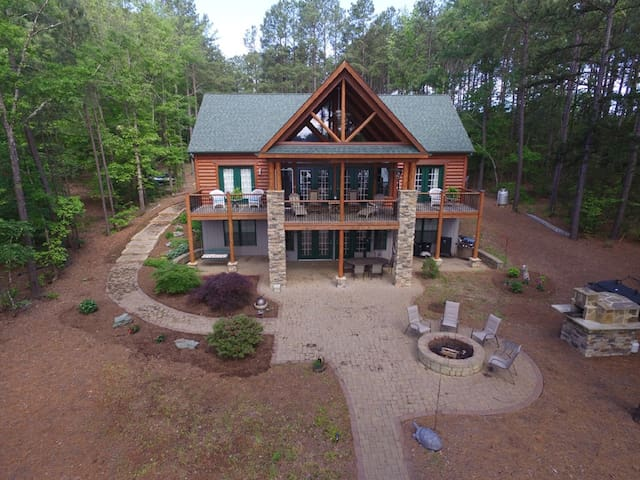 Lake Gaston Log Home w/ Pizza Oven, Firepit, Boats - Henrico - Hus