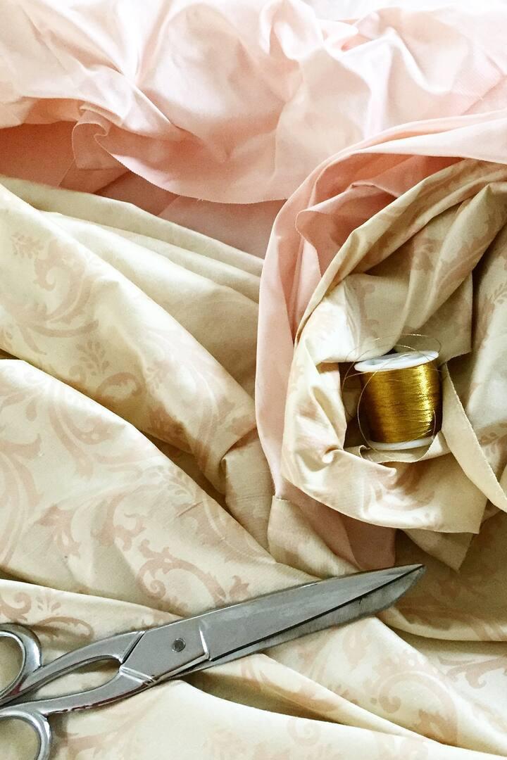 Taffetas de soie et fil d'or