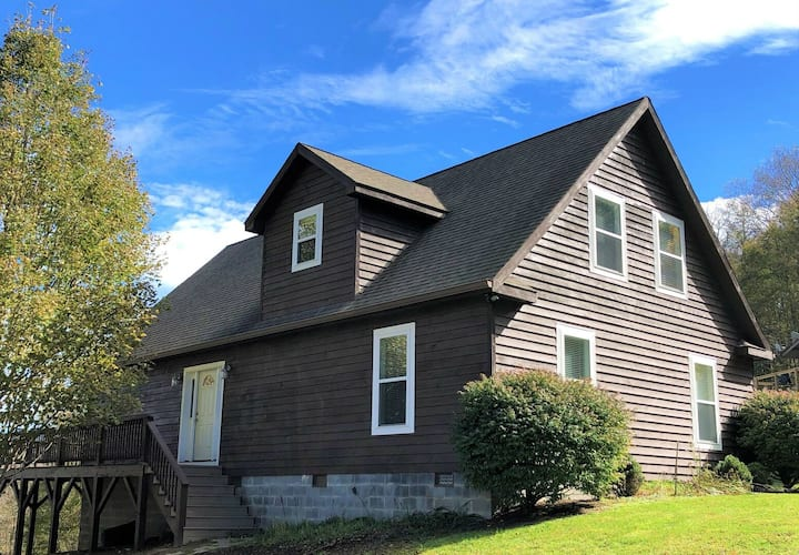 WELCOME BACK TO THE MTNS!*Cabin with VIEW near Winery*Min to Downtown